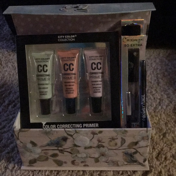City Color Other - City Color & More 5- Pc Makeup Lip & Eyes Gift Set